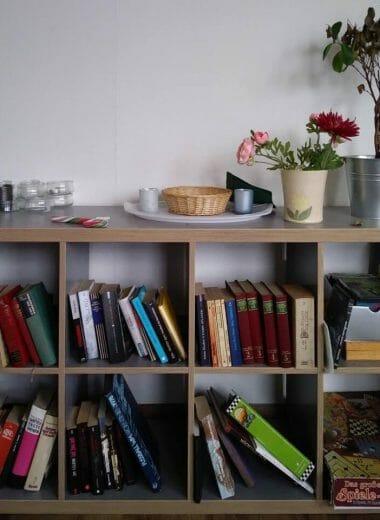 Bücherregal in der Wohneinrichtung in Ulm